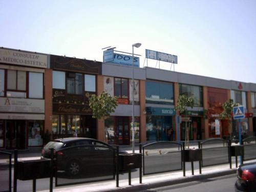 Alquilo local comercial en ciudad expo (zona comercial). mairena del aljarafe, sevilla.