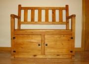 Se vende banco rustico, madera maciza de pino, hecho a mano.