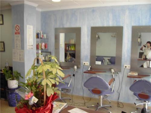 Se vende mobiliario peluqueriaestetica con 2 años de uso en Alicante