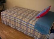 Cama de 1,90x90 cm y mesilla de noche