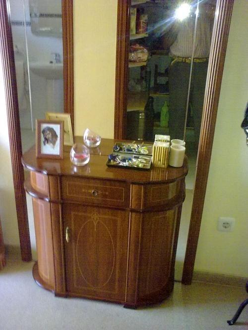 Mueble para pasillo muebles estrechos para espacios for Muebles pasillo