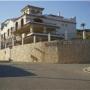 Albañiles españoles realizan construcciones de viviendas en Madrid