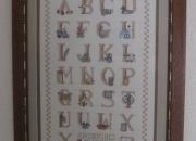 Cuadro de abecedario en punto de cruz