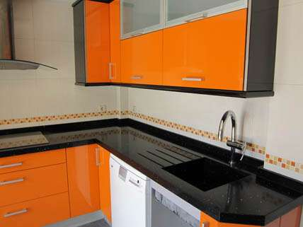 Casas cocinas mueble tela asfaltica for Cocinas de exposicion baratas
