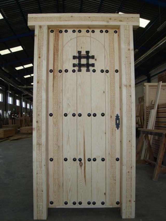 Casa residencial familiar ventanas de madera y herreria for Fabrica de puertas y ventanas de madera