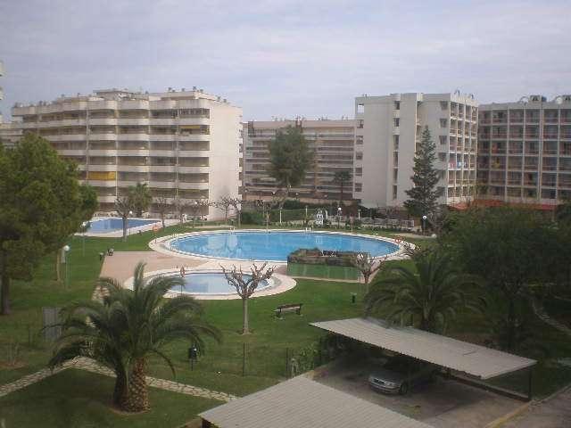 Alquilo apartamento en salou 4 plazas piscinas garage huye de los sanfermines semana del 7 al 14 de julio buen precio