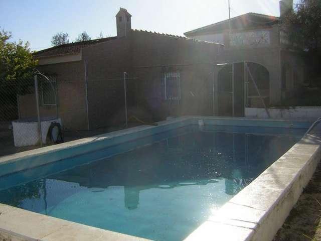 Alquilo y vendo chalet amueblado con piscina