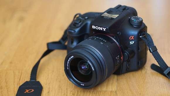 Cámara sony a57 con lente de 18-55mm