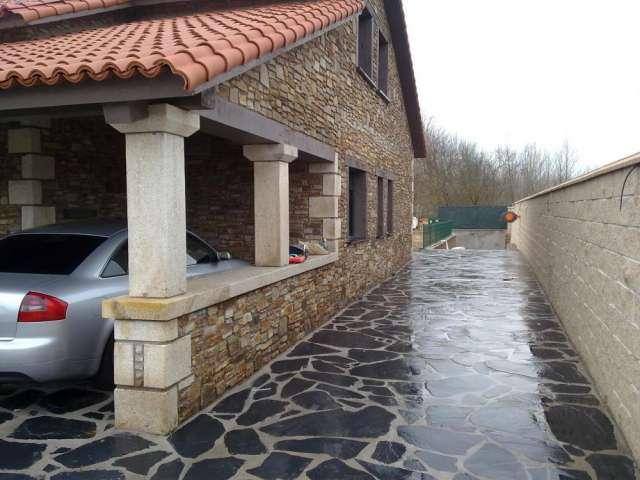 Fachadas piedra natural com portal pelautscom picture for Piedra rustica para fachadas