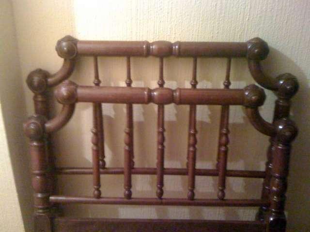 Cabeceros de cama antiguos top ideas para utilizar - Cama antigua de madera ...