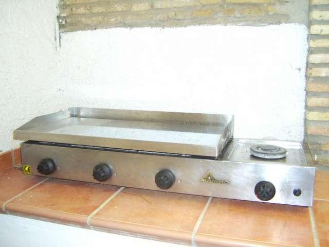 Plancha de cocina para bar marca mainho 3 fuegos mas otro adicional para cocinar