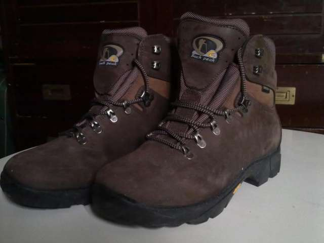 Vendo botas de montaña chiruca back peak talla 41 70euros