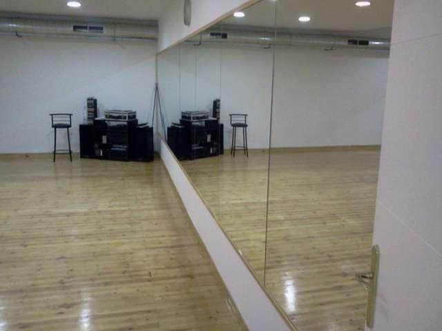 Clases de bailes latinos en academia de danza llorente almería