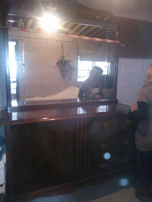 Se venden muebles en caoba,antiguos y bonitos,talladoa a mano