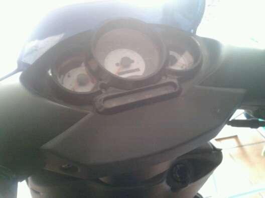 Se vende aprilia rs 50 cc scooter gris y negra