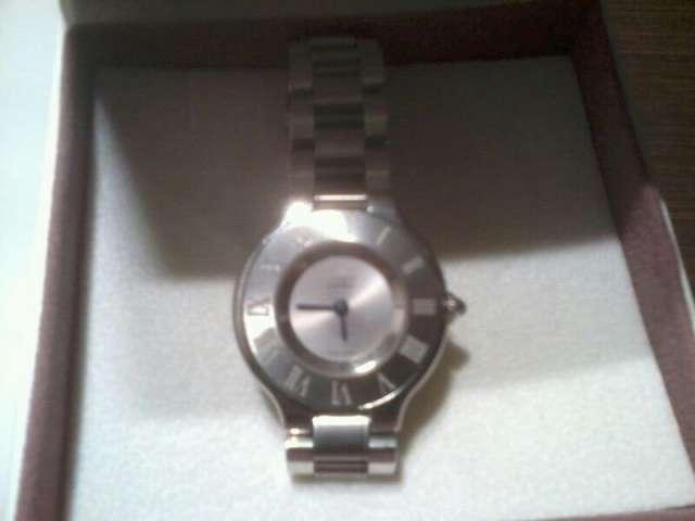 Vendo reloj cartier de mujer, apenas sin uso en muy buen estado, del año 2009, lo vendo por motivos economicos, es precioso.