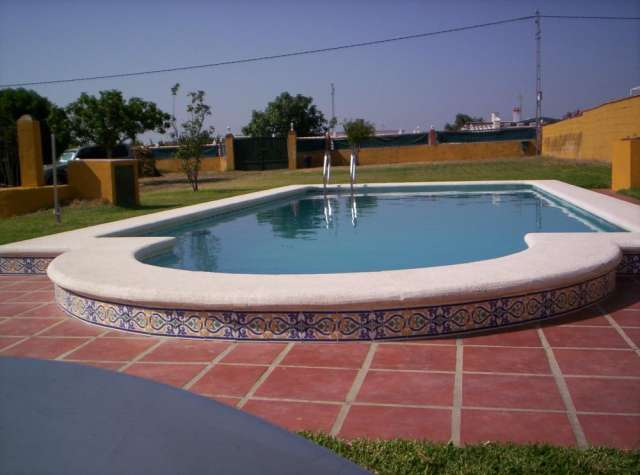 Alquiler de casa con piscina en chiclana (cádiz)