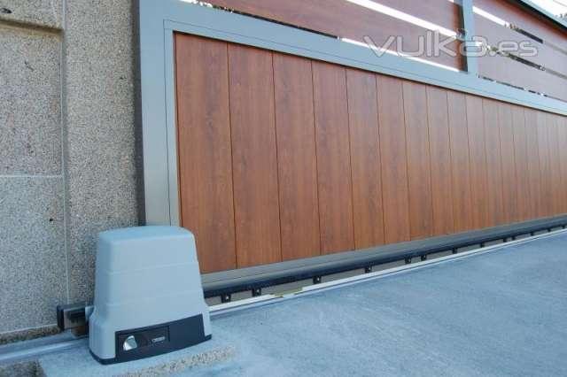 Puertas correderas de garaje simple puerta corredera for Coches con puertas correderas