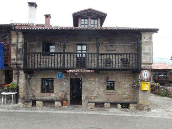 Alojamaiento y hospedaje en san sebastian de garabandal - cantabria lugar santo