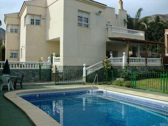 Almería costa. magnífico chalet con piscina y jardín privados. ideal grupos, 12 personas