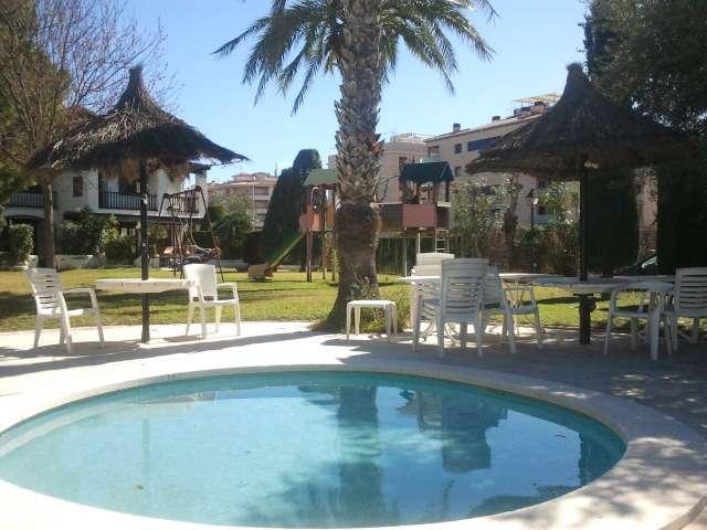 Apartamento de vacaciones con piscina a 150m del mar