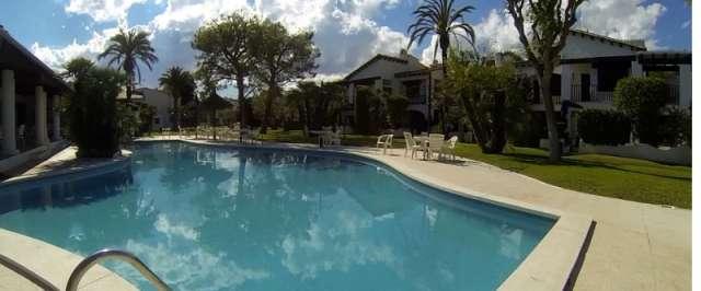 Apartamento de vacaciones con piscina y terraza a 150m del mar