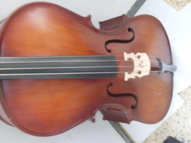 Cellos ocasión varias tallas desde 150? arco -funda musicalleida@gmail.com tel 608 03 65 35 lleida