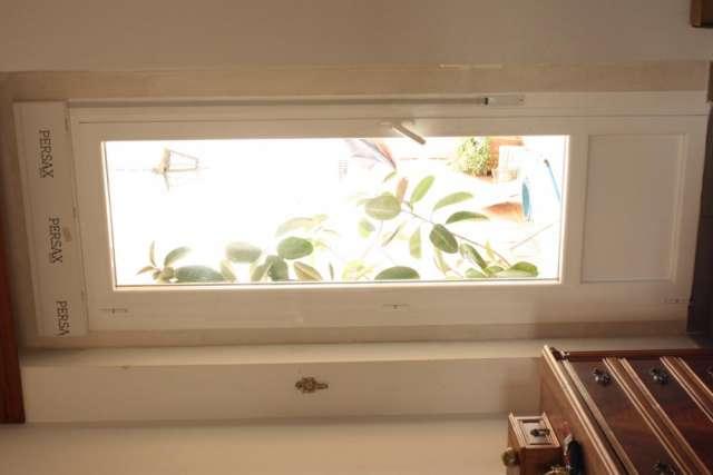 Serie de ventanas y puertas con rotura de puente térmico