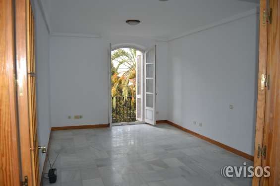 Venta piso amplio 140m2 zona parque nicolás salmerón almeria