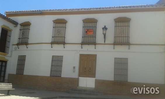 Casa señorial del 1920 centro del pueblo salida a 2 calles comerciales y ocio.