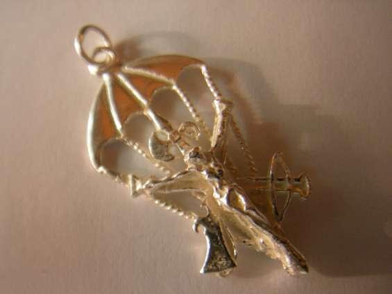 Cristo paracaidista en oro o en plata