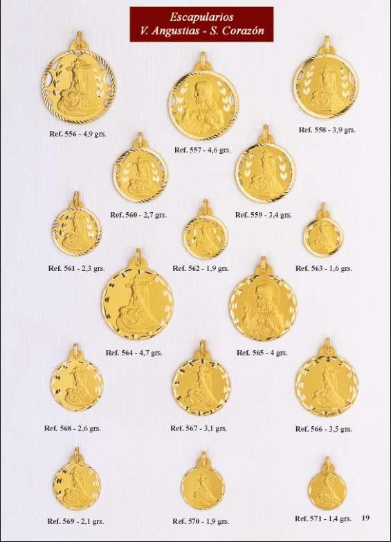 Medalla virgen de las angustias en oro y en plata.