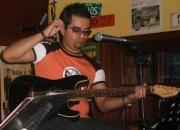 Cantante / bajista / guitarrista.