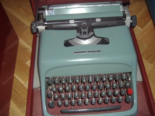 Maquina de escribir oliveti studio 44
