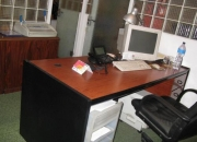 Vendo mesa y 2 muebles-armario a juego (barcelona -eixample)