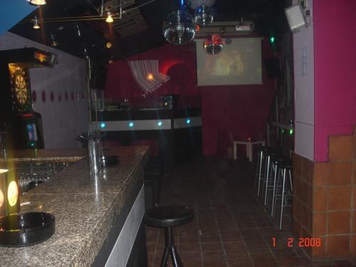Se alquila local bar musical para fiestas