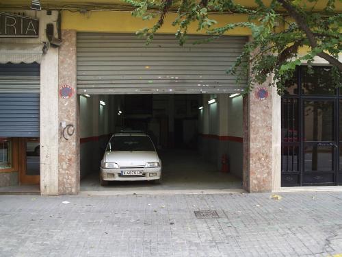 Ocasión, muy rebajado! particular vende local comercial en barrio torrefiel (valencia)
