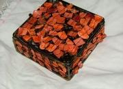 Joyero cuadrado metalico con adornos color coral