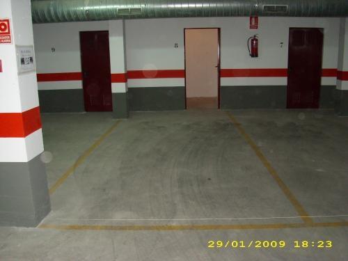 Alquilo plaza de parking en carboneras c / horma nº1