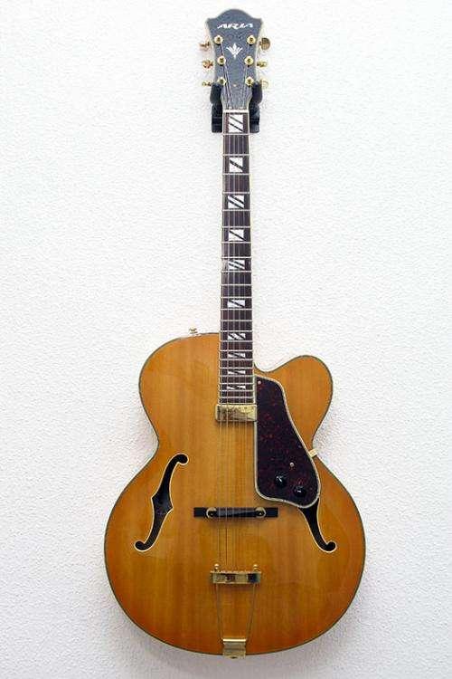 Guitarra de jazz aria fa 71.