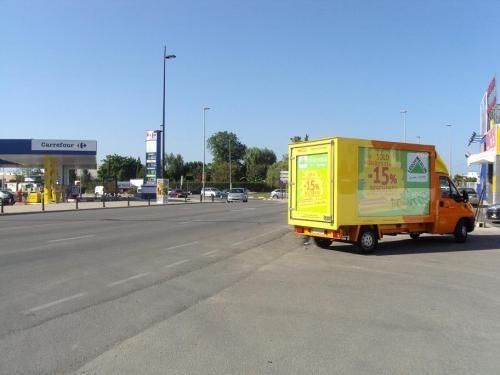 Camion furgoneta acristalado para eventos de publicidad