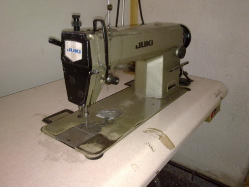 Maquina de coser plana marca juki en Barcelona - Otros