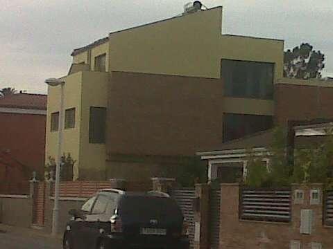 Dos casas adosadas independientes