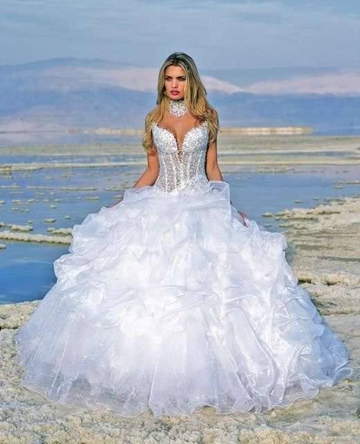 se venden vestidos de novia gitana a precios de fábrica en