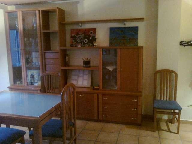 Juego de comedor,mesa,sillas,muebles con vitrinas