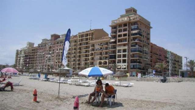 Apartamentos low cost en 1º linea de playa