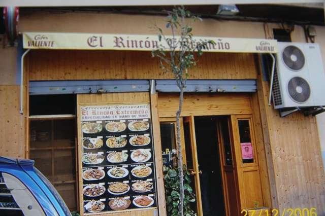 Se vende local con bar restaurante en funcionamiento