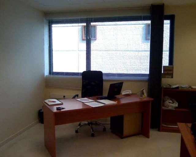 Vendo dos mesas de oficina y otro mobiliario