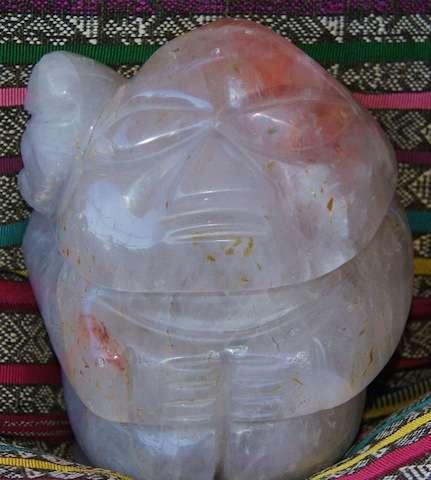 Se vende estatua antigua de cuarzo tallado