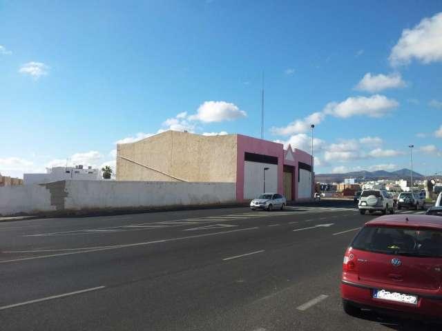 Se vende solar situado frente a la estación insular de guaguas de fuerteventura, puerto del rosario.